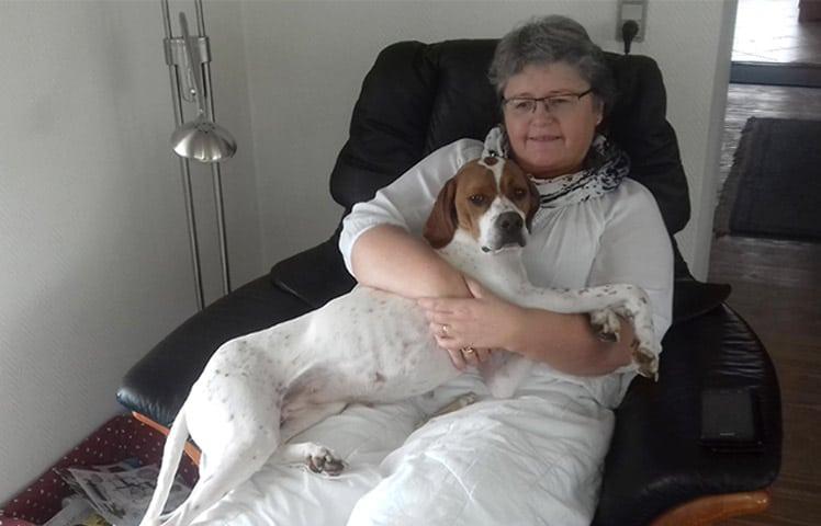 isa-sofa-hund
